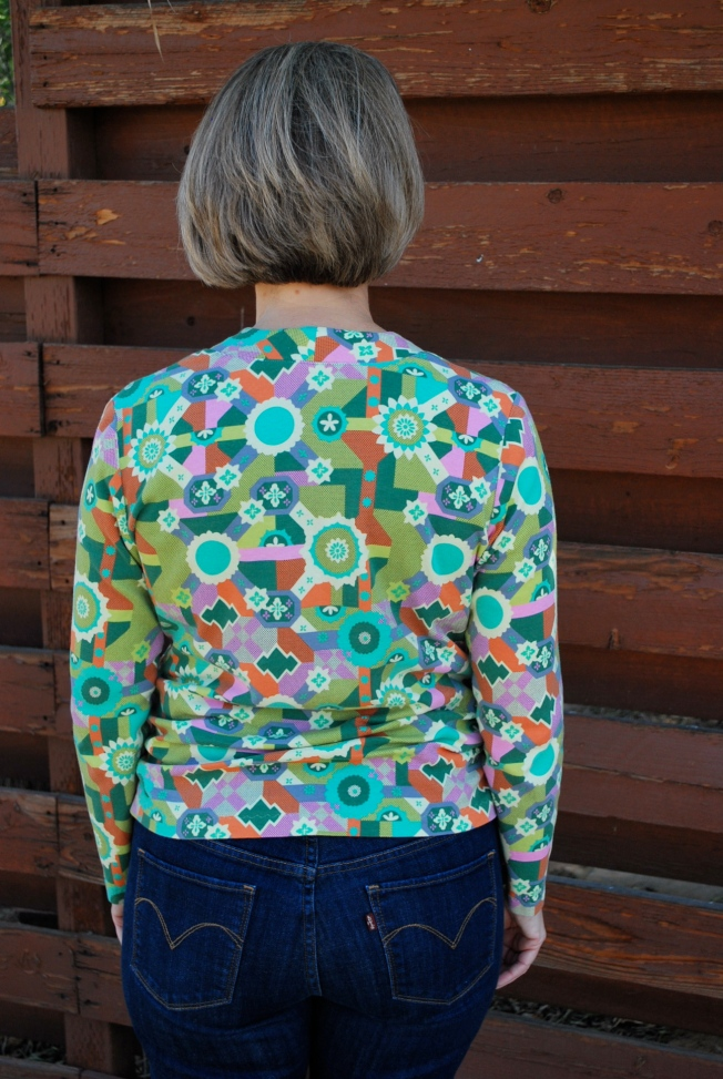 The neckband lays beautifully in the back. The gathers formed by the side shirring are more successful in the back because of the single layer of fabric.